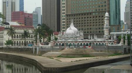 Kuala Lumpur: tutti i mondi possibili in un' unica città